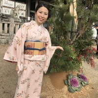 I'm YAMATONADESHIKO with independent spirit! Japanese is very beautiful and delicate language. I can teach you not only the way of writing or speaking Japanese but also the beautiful Japanese words.